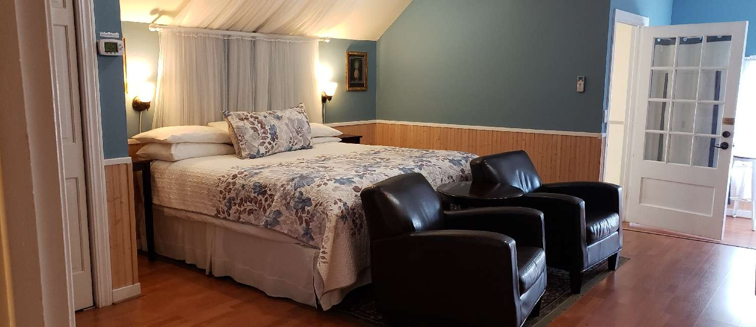 EXPERIENCE COMFORTABLE LODGING IN THE HEART OF WINE COUNTRY