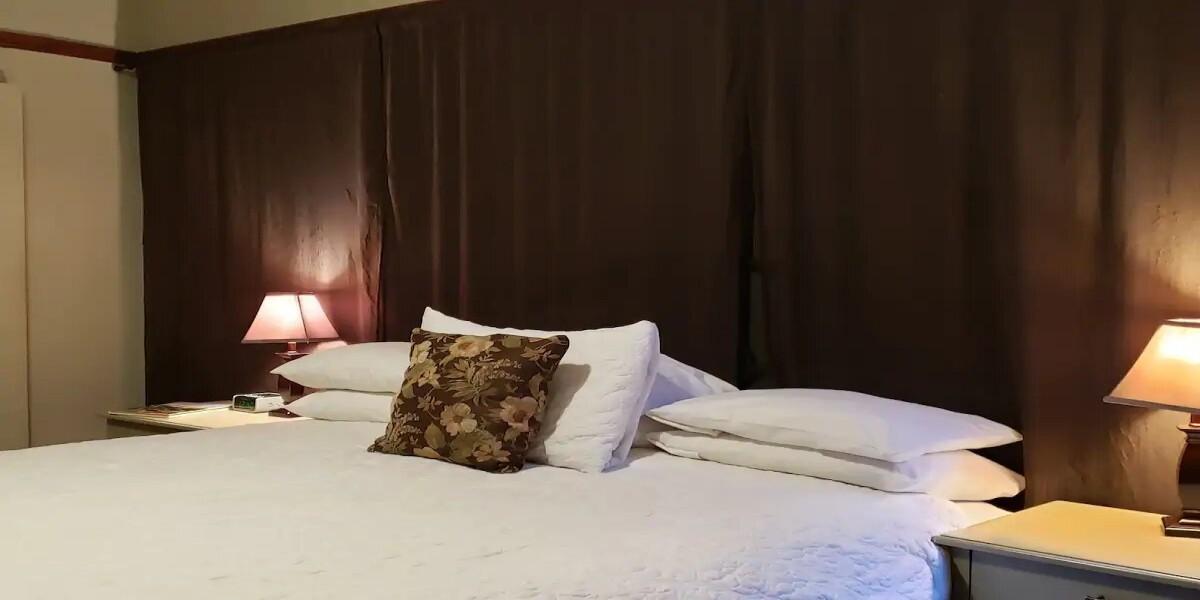 Cozy Casablanca Room